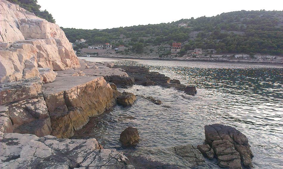 Stjenovite plaže otoka Žirja