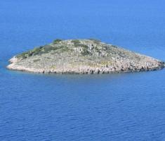 Otočić pokraj otoka Žirja